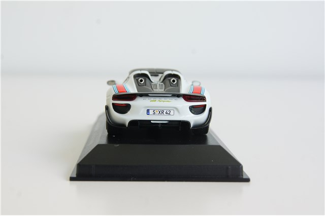 teile com 918 spyder martini weissach paket modellauto 1 43 minichamps. Black Bedroom Furniture Sets. Home Design Ideas
