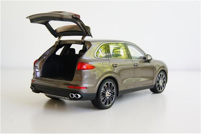 neu porsche cayenne turbo s 958 facelift 2015 umbra metallic modellauto 1 18 ebay. Black Bedroom Furniture Sets. Home Design Ideas