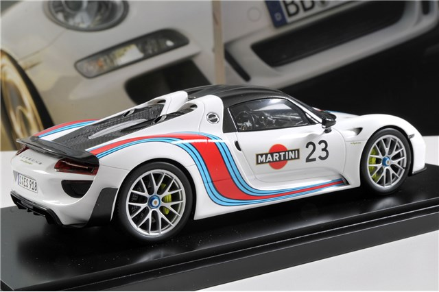 teile com model car porsche 918 spyder martini weissach package ltd edition 1 18. Black Bedroom Furniture Sets. Home Design Ideas
