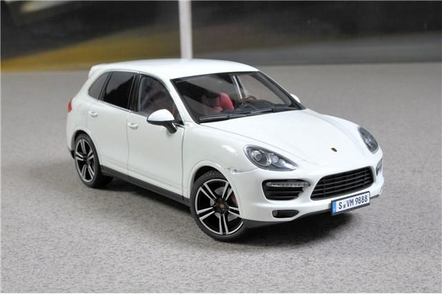 1:43 Minichamps Porsche Cayenne Turbo S 2011 white